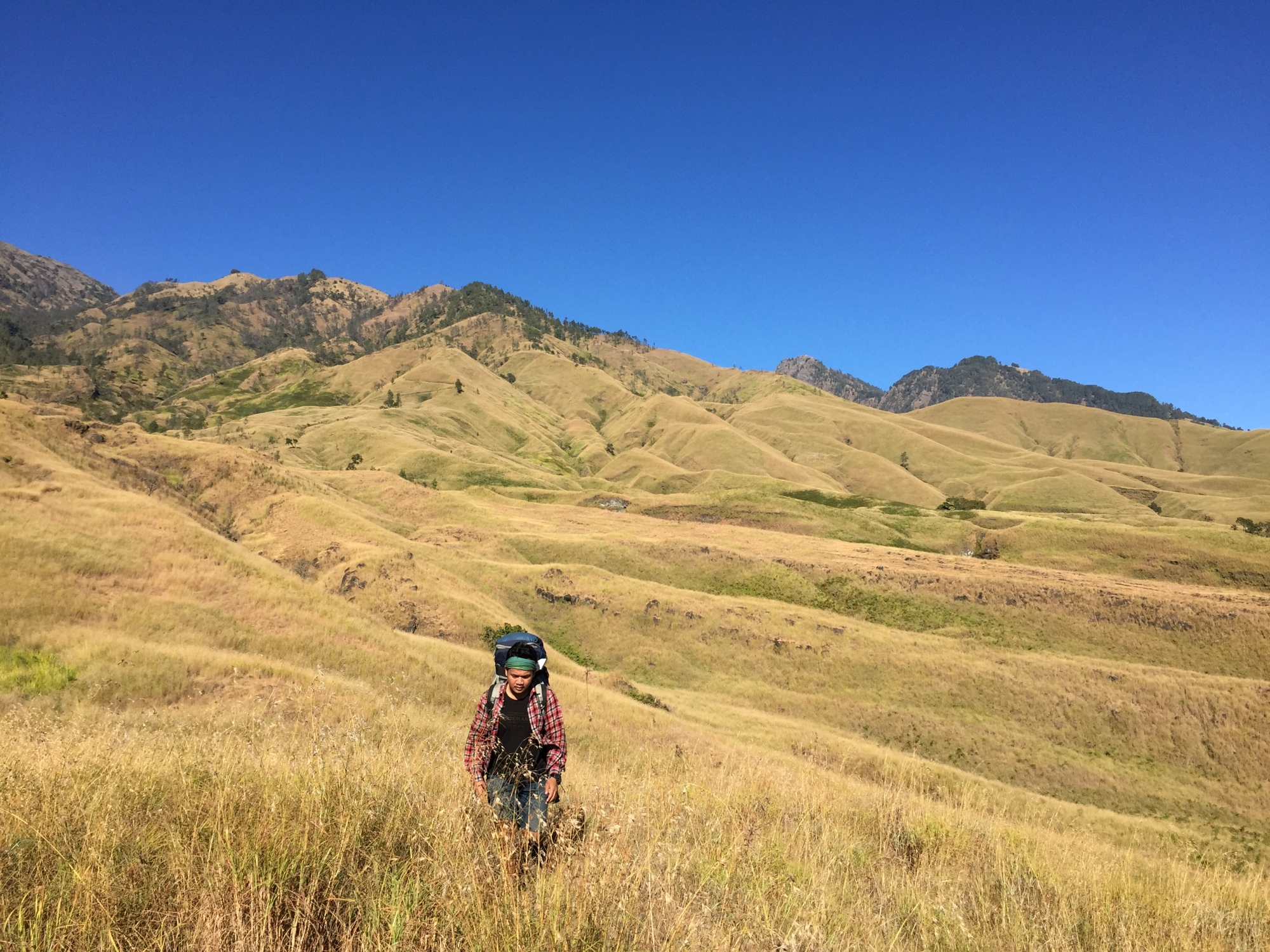 Bukit-bukit di sepanjang jalur Sembalun