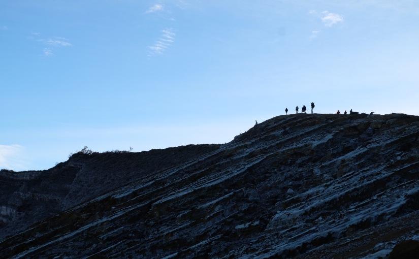 Pesona Kaldera GunungIjen